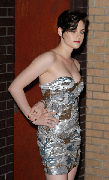 http://images2.fanpop.com/image/photos/10900000/-The-Runaways-New-York-Premiere-3-17-2010-kristen-stewart-10947108-363-600.jpg
