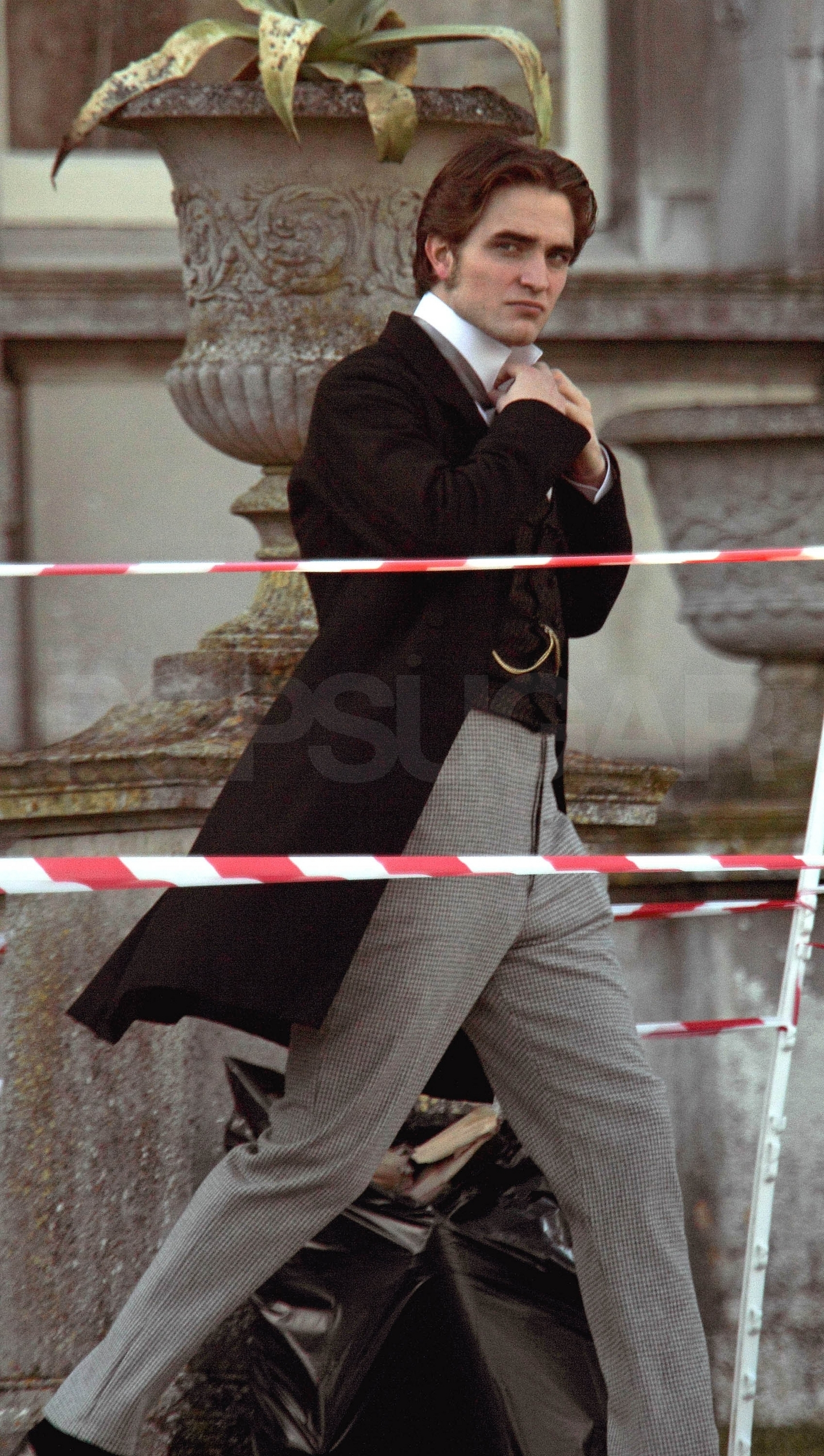 NEW Pictures of Rob on the set of Bel Ami