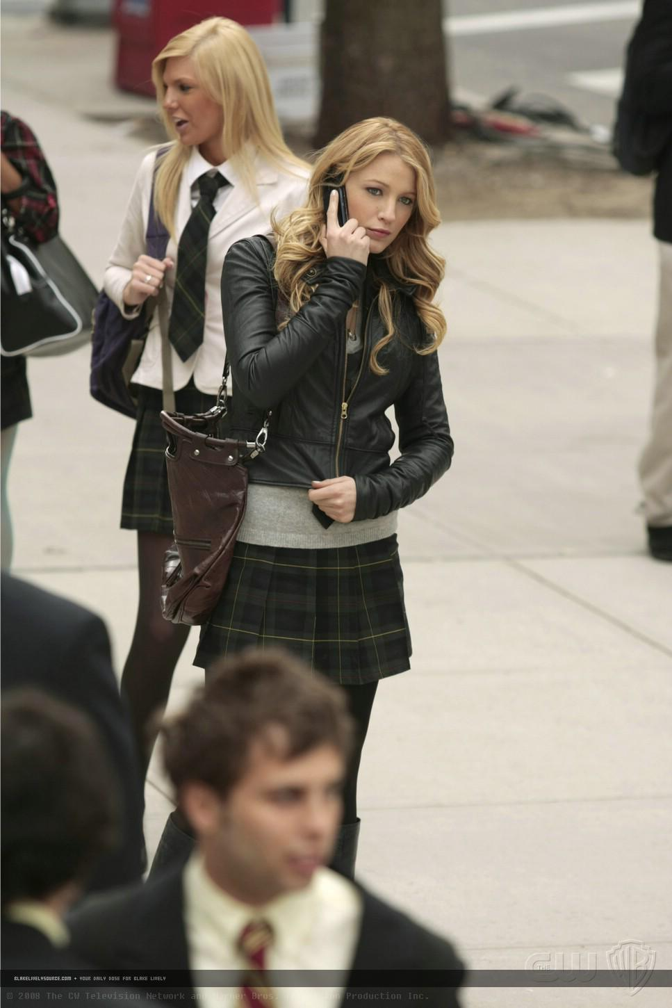 http://images2.fanpop.com/image/photos/10900000/1-14-Episode-Stills-serena-van-der-woodsen-10964085-967-1450.jpg