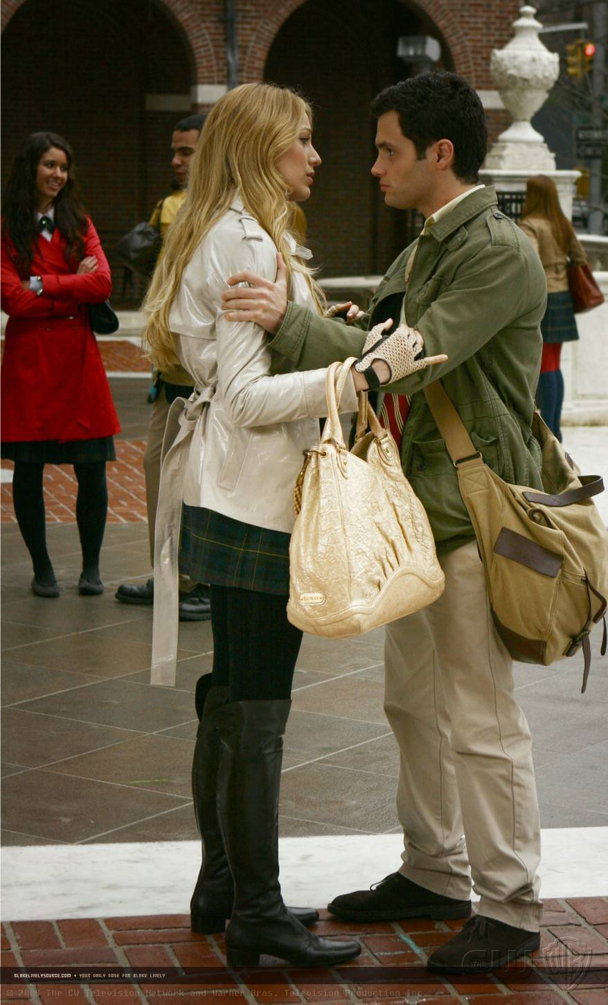 http://images2.fanpop.com/image/photos/10900000/1-15-Episode-Stills-serena-van-der-woodsen-10964263-878-1450.jpg