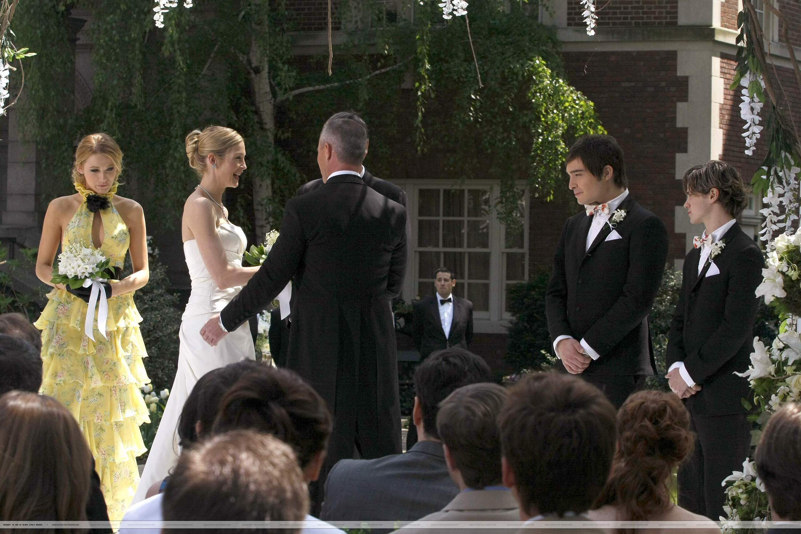 http://images2.fanpop.com/image/photos/10900000/1-18-Episode-Stills-serena-van-der-woodsen-10964740-2560-1708.jpg