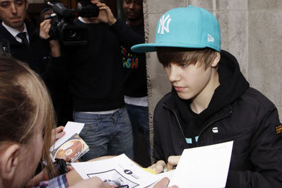 http://images2.fanpop.com/image/photos/10900000/Candids-2010-March-18th-BBC-Radio-justin-bieber-10959290-399-266.jpg