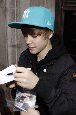http://images2.fanpop.com/image/photos/10900000/Candids-2010-March-18th-BBC-Radio-justin-bieber-10959292-266-399.jpg