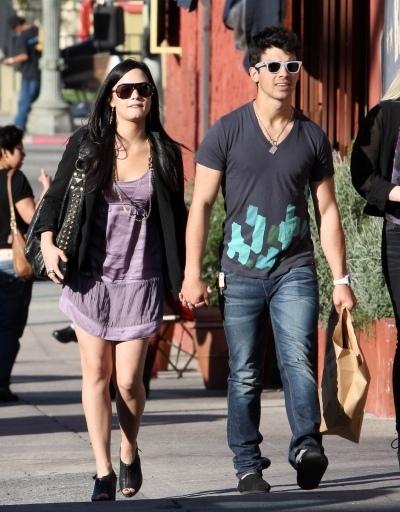 Demi & Joe on date. 14.03.10.