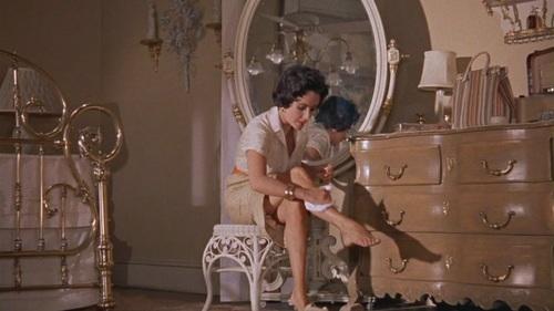 """Elizabeth Taylor karatasi la kupamba ukuta titled Elizabeth Taylor in """"Cat on a Hot Tin Roof"""""""