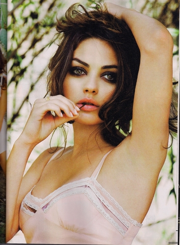 GQ - mila-kunis Photo