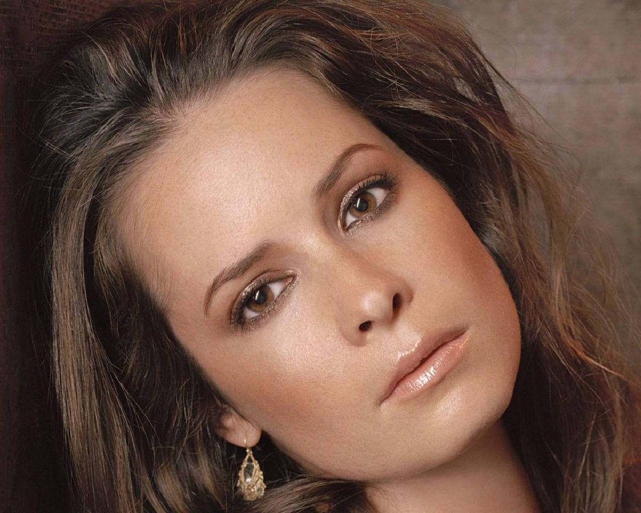 http://www.fanpop.com/clubs/charmed-in-tree-hill/images/10987272/title/holly-marie-combs-photo