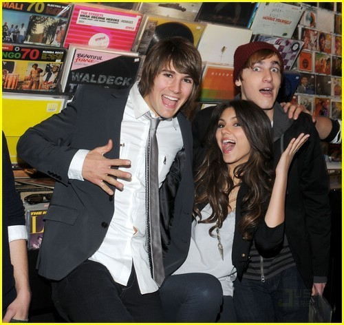 James, Victoria, and Kendall - big-time-rush Photo