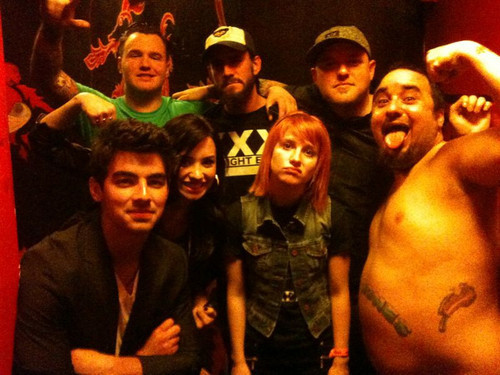 Jemi with Hayley Williams from पैरामोर and cm punk :) 03/18/10