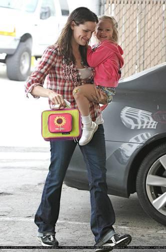 Jennifer & tolet, violet