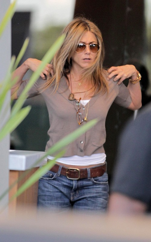 """Jennifer on set of  """"Just Go With It"""""""
