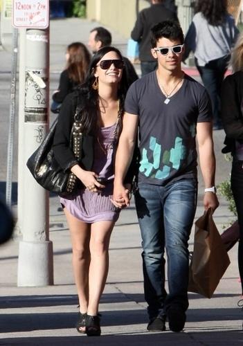 Joe & Demi on date. 14.03.10.
