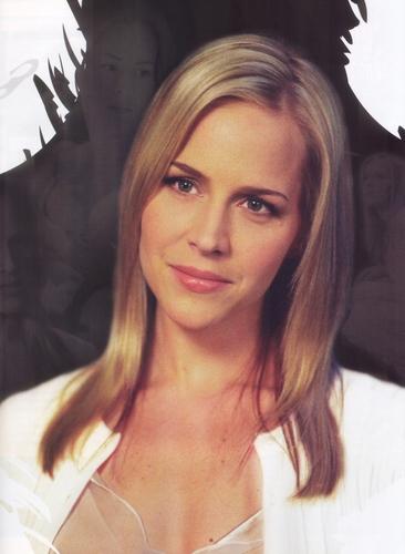 Julie Benz - एंजल Magazine - July/August 2004