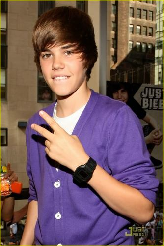 Justin Bieber>.<