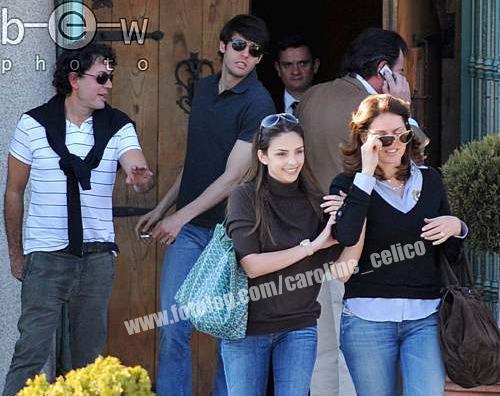 Kaka & Carol con la familia almorzando en Madrid