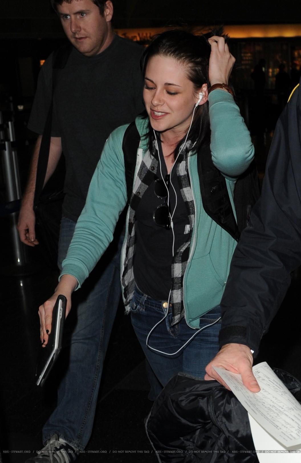 Kristen Stewart Arriving in NYC