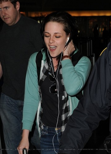 Kristen Stewart Arriving in NYC