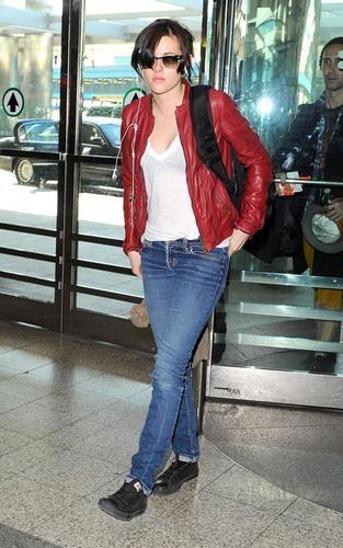 Kristen Stewart: Lovely at LaGuardia