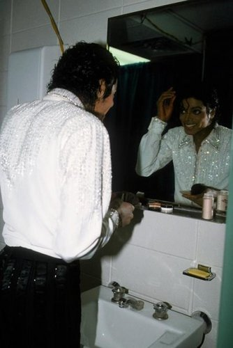 Man in the mirror <3