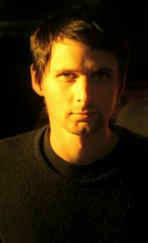 Matthew-Bellamy-matthew-bellamy-10937133-304-500.jpg