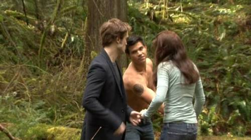 और कैप्स from the 'New Moon' DVD Extras