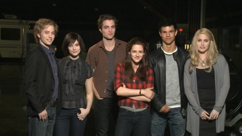 NEW 'New Moon' Cast Picture