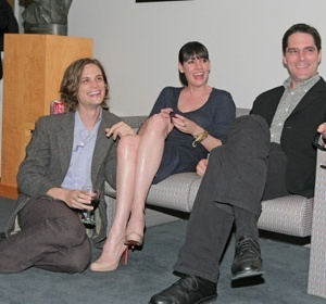 Paget Brewster kertas dinding called Paget, Matthew, and Thomas 2008