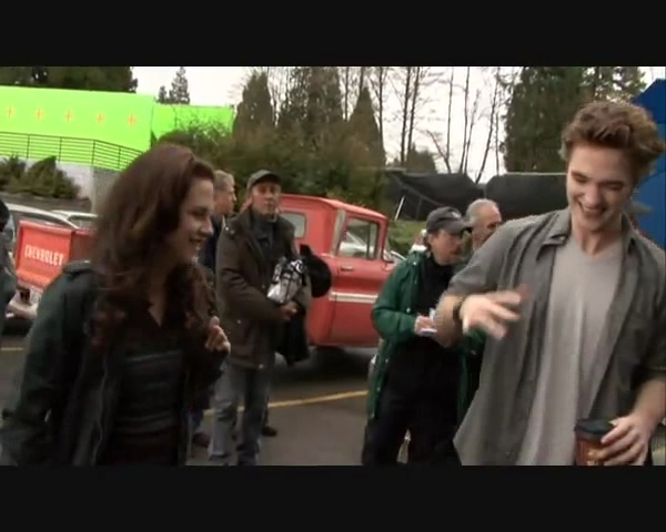 Parking Lot Behind The Scenes   Screencaps