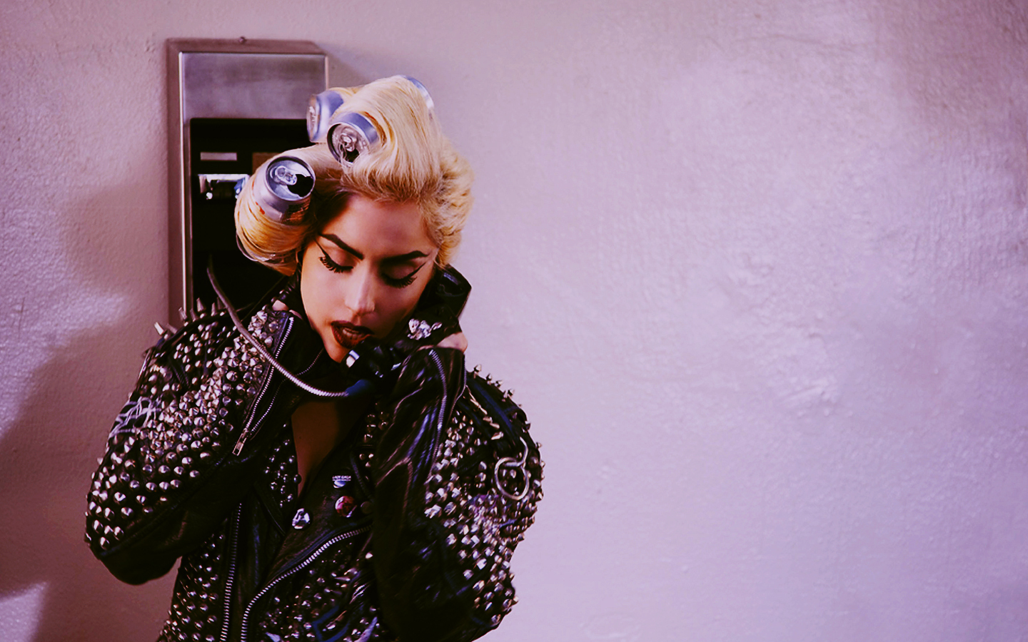 Telephone-lady-gaga-10901649-1440-900.jp