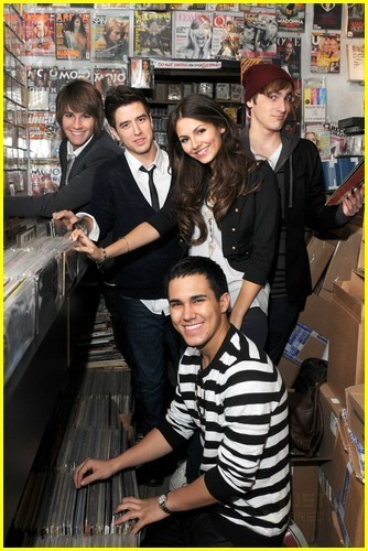 big time rush wallpaper titled Victoria and BTR