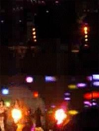 anti प्रशंसकों trowing glowing stick!!