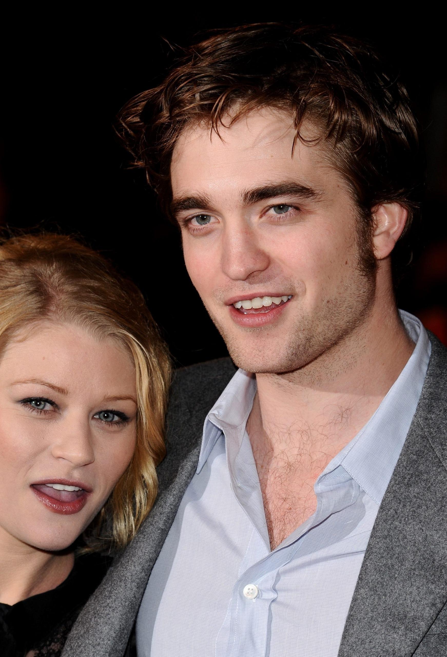 "*New* HQ Robert Pattinson 写真 From UK ""Remember Me"" Premiere"