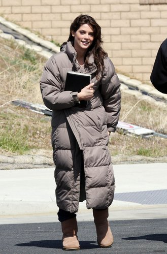 "Ashley on the Set of ""The Apparition"" [03.25.10]"