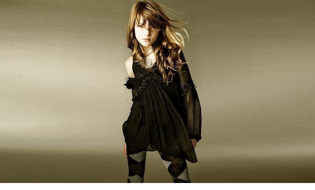 Bella Thorne achtergrond