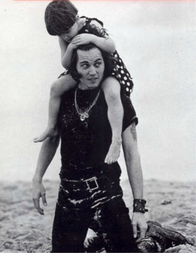 Bruce Weber foto session mostrare Johnny with his niece Megan, 1992