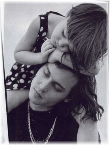 Bruce Weber चित्र session दिखा रहा है Johnny with his niece Megan, 1992