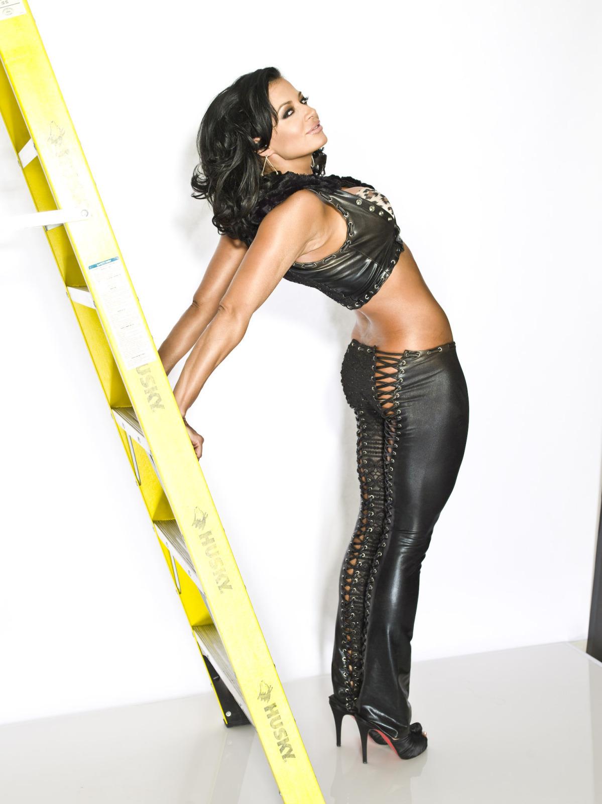 Candice michelle wwe divas photo 11011042 fanpop - Diva my body your body ...