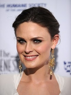 Emily Deschanel wallpaper entitled Emily at the Genesis Awards