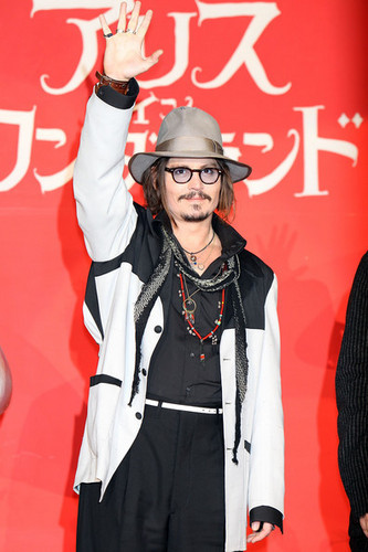 Johnny Depp @ the Nhật Bản Premiere of Tim Burton's 'Alice In Wonderland'