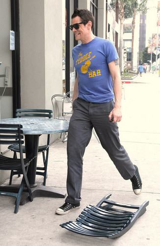 Johnny Knoxville, Picking Up Some Lunch (19/03/10)