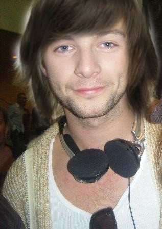 Keith Harkin achtergrond called Keith with brown hair