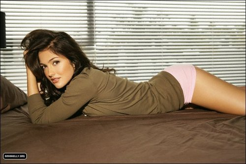 Minka Kelly achtergrond called Minka in Men's Health