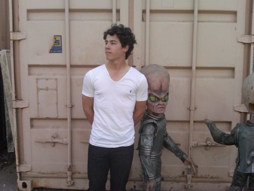 Nick With Aliens! (LOL)