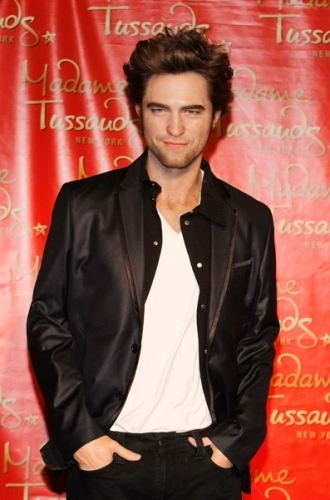 照片 of Robert's wax figure unveiling at Madama Tussaud's.