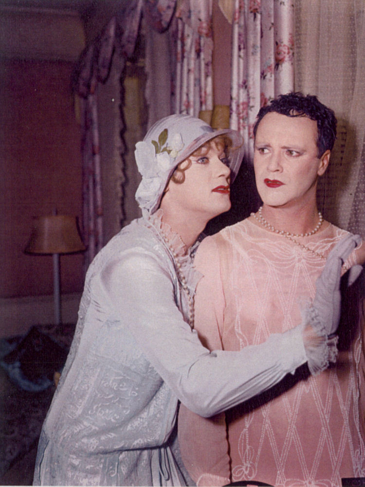 the idea of gender bender and its success in the films some like it hot mrs doubtfire and tootsie Spectacular metamorphosis and an erotic device in the self-promotion in billy wilder's some like it hot (usa the third type of gender-bender films.
