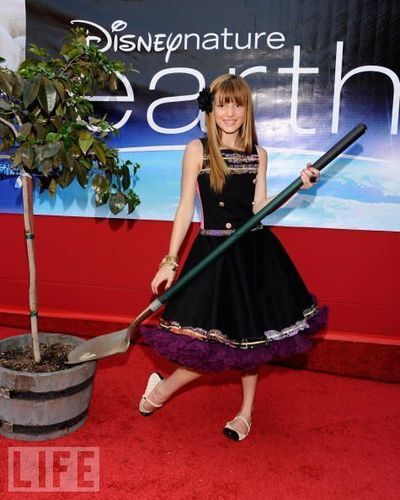 events - bella-thorne Photo