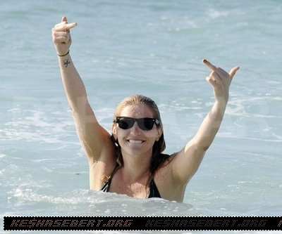ke$ha, March 23 - At Bondi pantai in Sydney