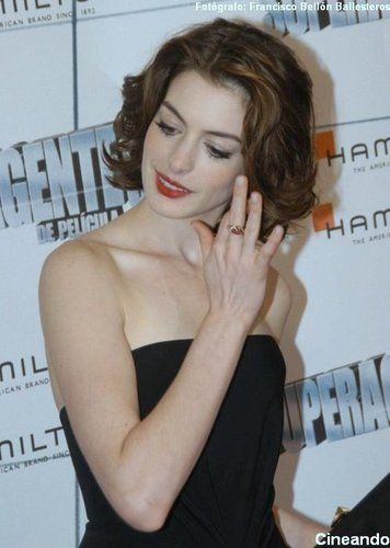 Anne Hathaway wallpaper entitled Anne Hathaway