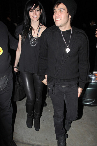 Ashlee Leaving The Staples Center With Pete!