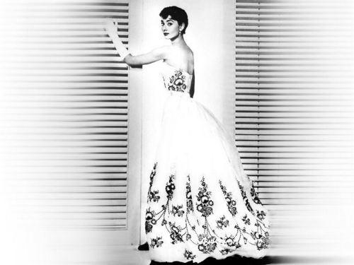 Audrey kertas-kertas dinding